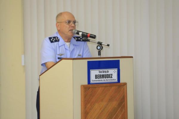 Oitenta e um Oficiais assistiram à apresentação sobre a conjuntura atual da FAB e características da liderança