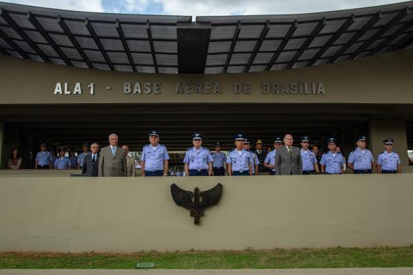 """Durante a solenidade foi entregue o Título """"Membro Honorário da Força Aérea Brasileira"""" e a Medalha Militar por Tempo de Serviço"""