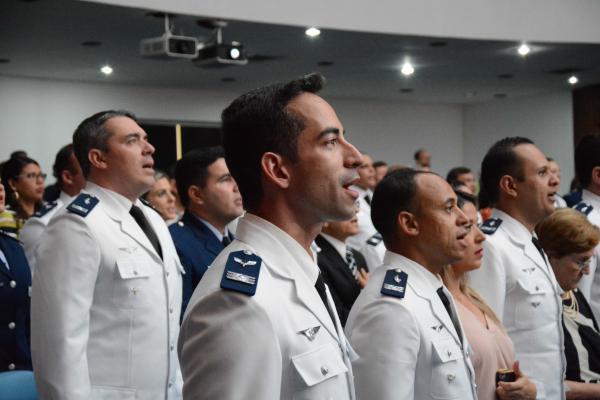 O Curso de Aperfeiçoamento de Oficiais tem a duração de 19 semanas e é direcionado aos militares de carreira