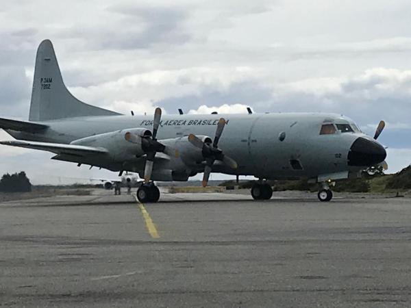 P-3AM da Força Aérea Brasileira pousou em Punta Arenas nesta quarta-feira (11)