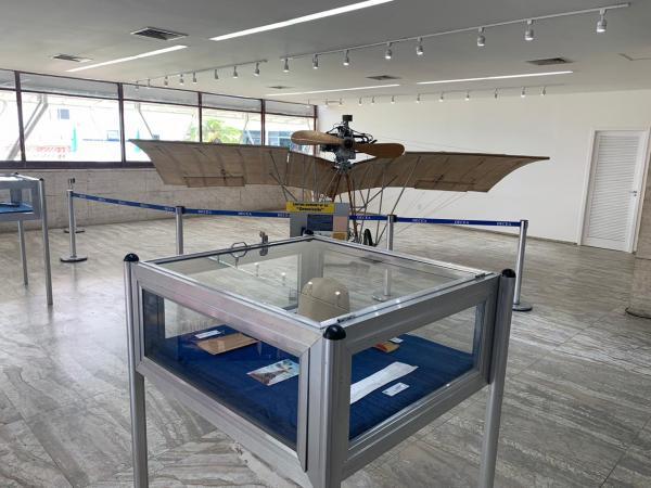 Para celebrar a data, INCAER realiza até o próximo dia 21 uma exposição sobre Santos-Dumont e a Força Aérea Brasileira