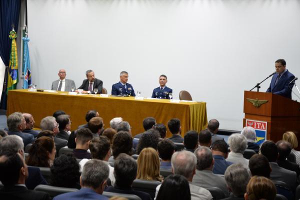 Professor Doutor Cláudio Jorge Pinto Alves passou a função ao Professor Doutor Anderson Ribeiro Correia em cerimônia realizada nessa segunda-feira (27), no ITA