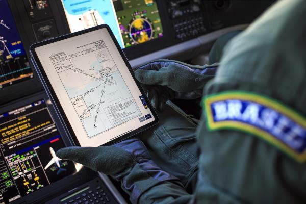 Por meio desse dispositivo, será possível armazenar as informações aeronáuticas, possibilitando sua utilização em solo e em voo