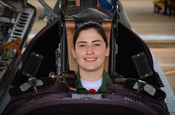 Tenente Juliana participa da formação da sua primeira turma no 1º Esquadrão de Instrução Aérea