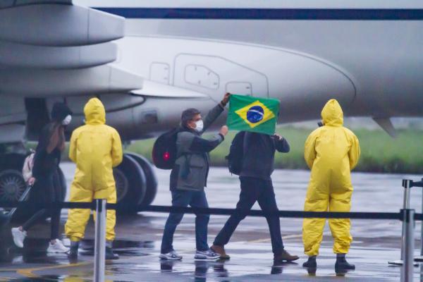 Duas aeronaves VC-2 realizaram o transporte dos brasileiros até a Ala 2 - Base Aérea de Anápolis, em apoio à Operação Regresso à Pátria Amada Brasil