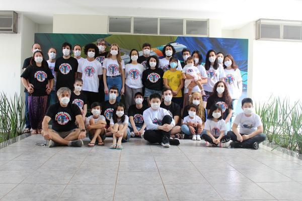 Além de apresentações musicais, participantes da Operação Regresso à Pátria Amada Brasil também assistem a filmes em Anápolis (GO)