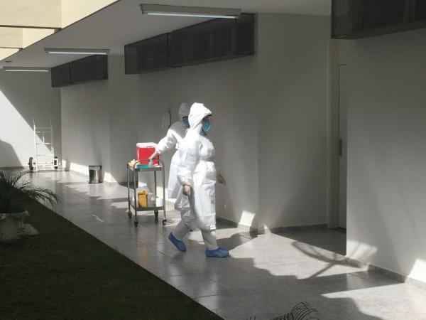 As amostras dos cidadãos brasileiros e familiares foram coletadas nesta segunda-feira (17)