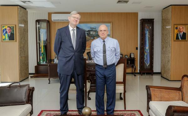 A audiência com o Diplomata Nestor Forster tratou de assuntos de interesse