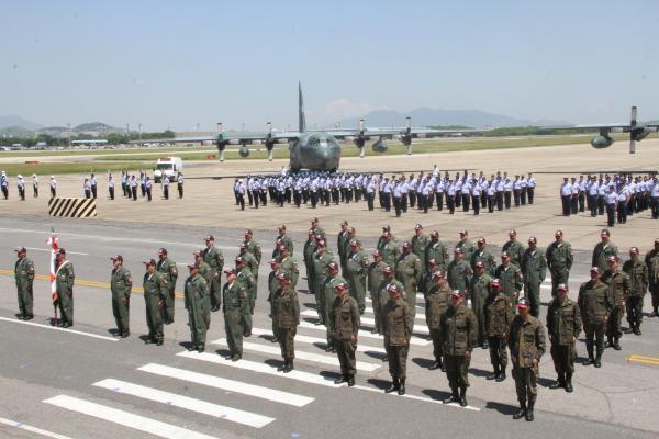 Durante a solenidade, foram homenageados militares do efetivo de ontem e de hoje