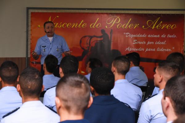 Ele falou sobre modernização do ensino, reflexões sobre o estudo e deveres dos alunos