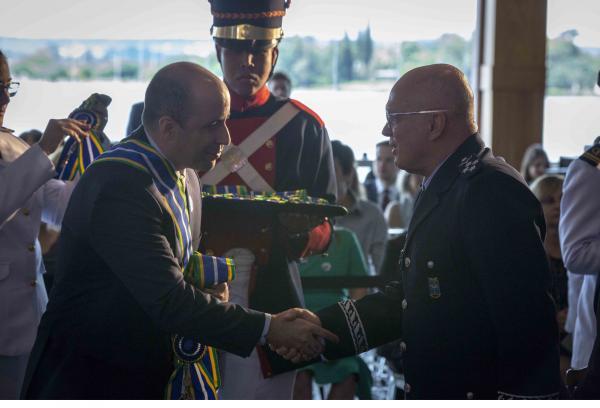 Setenta e cinco autoridades civis e militares foram agraciadas