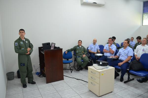 A programação envolveu vários aspectos do projeto da nova aeronave
