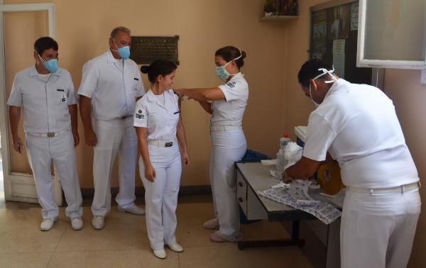 A primeira fase imunizará idosos e trabalhadores da área da saúde, considerados como público prioritário pelo Ministério da Saúde