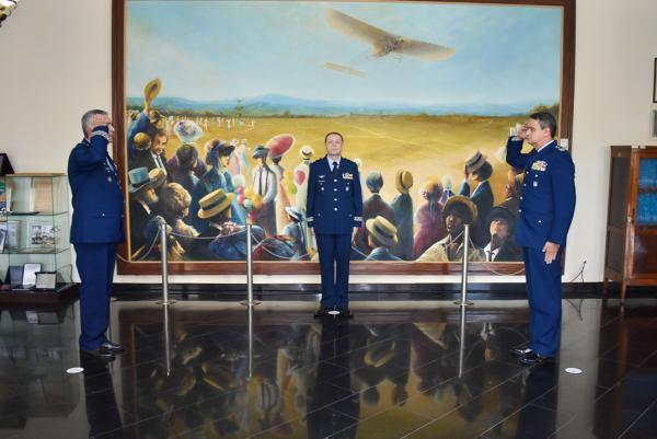 O Brigadeiro do Ar Valdir Eduardo Tuckumantel Codinhoto passou o Comando do Berço dos Especialistas ao Coronel Aviador Antonio Luiz Godoy Soares Mioni Rodrigues