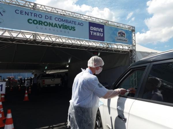 Militares da Base Aérea de São Paulo participam de força-tarefa de controle do trânsito fazendo triagem de pessoas para o combate ao novo Coronavírus