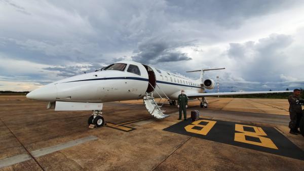 Avião decolou de Brasília (DF) transportando doses de vacinas para as cidades de Palmas (TO) e Macapá (AP), e respiradores hospitalares para Belo Horizonte (MG)