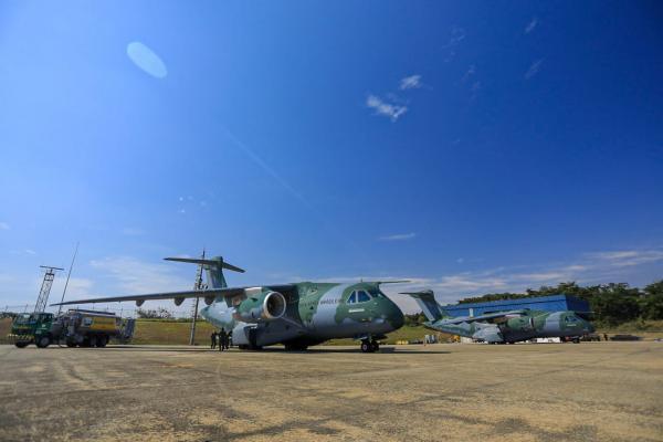 Os aviões transportaram 452 mil Equipamentos de Proteção Individual (EPIs) e 1.080 litros de álcool em gel para Manaus (AM)