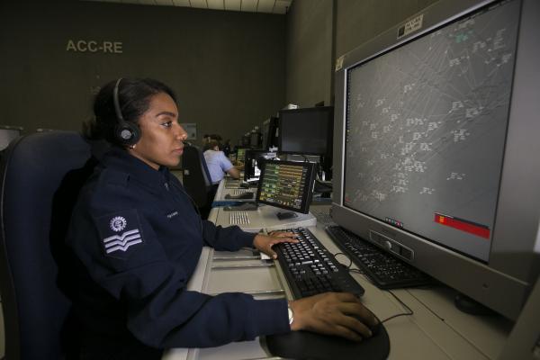 As demandas são desenvolvidas pelo Departamento de Controle do Espaço Aéreo (DECEA)
