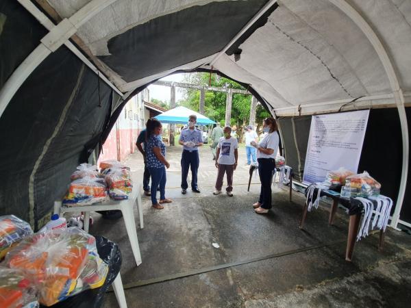 Doação de cestas alimentícias, kits de limpeza e Equipamentos de Proteção Individual, além de vacinação e doação de sangue, são algumas das atividades realizadas
