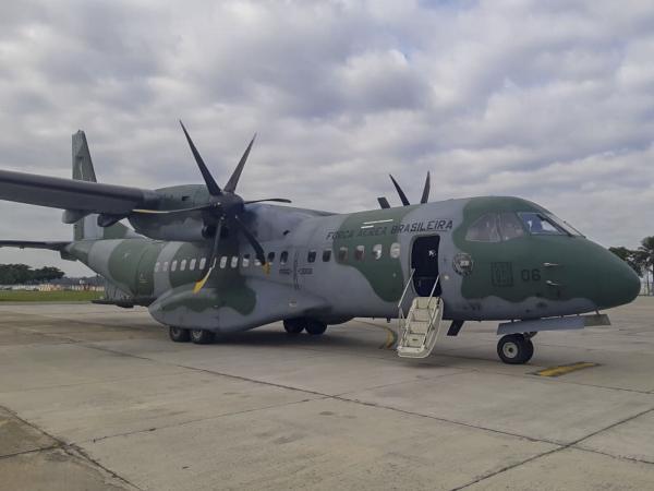 Aeronave C-105 Amazonas decolou nesta quinta (28) do Rio de Janeiro (RJ) com destino a Belém (PA) transportando luvas, macacões e fitas adesivas multiuso