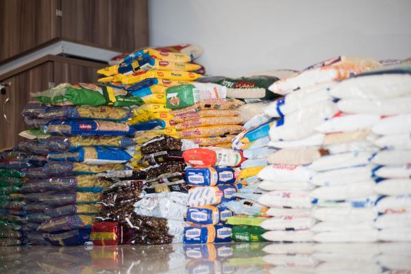 Objetivo foi a arrecadação de alimentos em prol das pessoas que vêm sofrendo com os impactos causados pelo Coronavírus