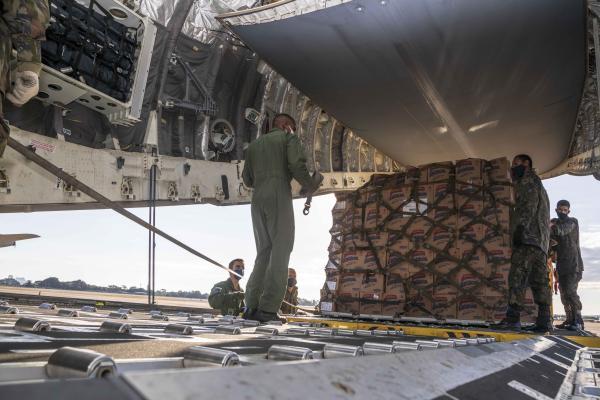 KC-390 Millennium transportou álcool em gel e Equipamentos de Proteção Individual (EPI) de Brasília (DF) para a capital de Roraima