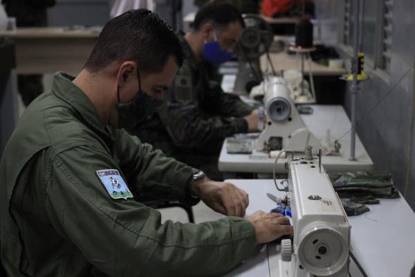 Objetivo foi intensificar os cuidados de prevenção à COVID-19, com a confecção de 290 máscaras ao efetivo do Esquadrão Logístico (ELOG), da Ala 5, em Campo Grande (MS)