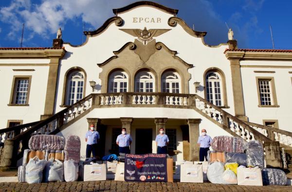 Foram distribuídos cobertores, roupas e calçados à população em situação de rua, à Comunidade Aliança de Misericórdia e ao Lar São Caetano