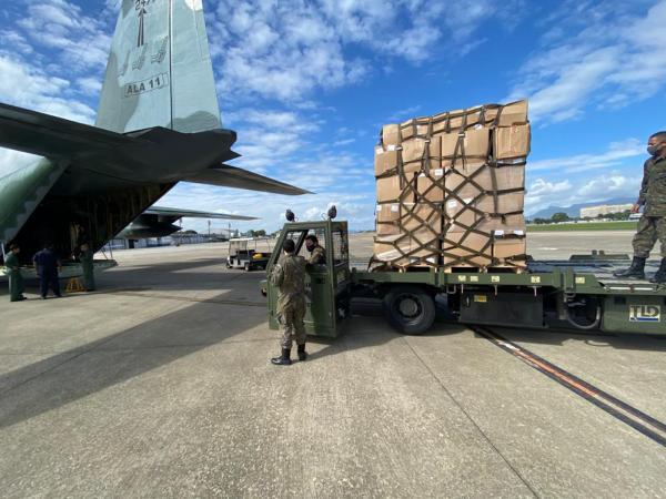 Aeronave C-130 decolou do Rio de Janeiro com Equipamentos de Proteção de Individual (EPI's) para combate à pandemia em Roraima