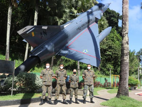 Reforma incluiu a remoção de corrosão e pintura de toda a estrutura da aeronave