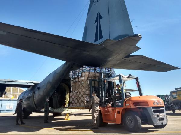 Aeronave do Esquadrão Gordo conduziu, neste sábado (20), materiais de saúde para serem utilizados no combate ao novo Coronavírus