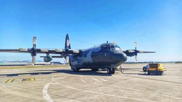Avião conta com o Sistema de Combate a Incêndio (MAFFS) com capacidade de lançar até 12 mil litros de água por decolagem