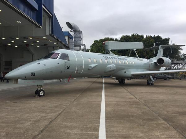 O processo de pintura da primeira unidade foi concluído sexta-feira, 24 de julho, e será entregue para a Força Aérea Brasileira