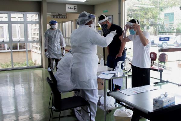 Todos os procedimentos foram realizados conforme recomendações da Diretoria de Saúde da Aeronáutica (DIRSA)