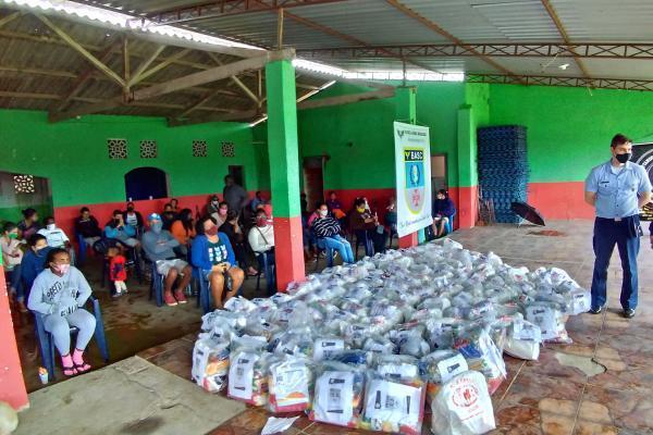 Militares e civis realizam campanhas de arrecadação de alimentos e roupas para várias comunidades