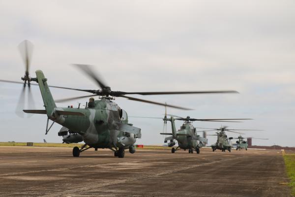 Cada helicóptero possui características complementares nos treinamentos de guerra não convencional