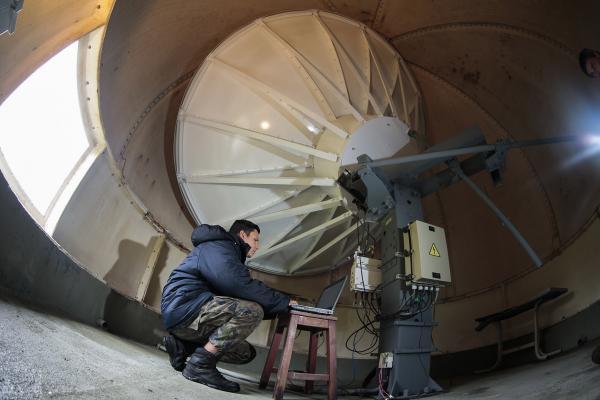 Em Urubici, na serra catarinense, militares do Destacamento de Controle do Espaço Aéreo do Morro da Igreja, trabalham com temperaturas abaixo de zero grau