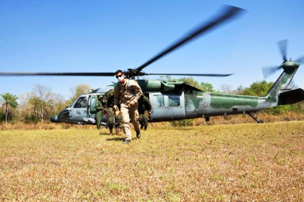 H-60L Black Hawk apoia missões de Combate a Incêndio