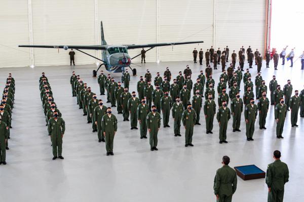 Militares dos Quadros de Oficiais Aviadores, de Infantaria e da área da Saúde foram promovidos a Segundo-Tenente