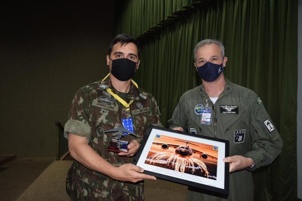 O evento foi realizado entre a Força Aérea Brasileira (FAB) e o Exército Brasileiro (EB)