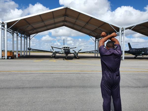 Esse é o primeiro contato dos estagiários com aeronaves que empregarão na Aviação de Inteligência, Vigilância e Reconhecimento