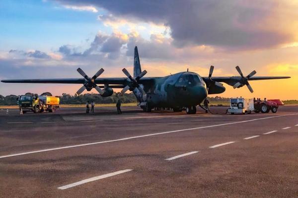 Aeronave C-130 Hércules, operadapelo Esquadrão Gordo, tem capacidade para transportar 12 mil litros de água