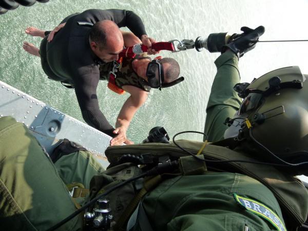 Manobra ocorre na Base Aérea de Santos, no litoral de São Paulo, e envolve mais de 40 militares, além da equipe de apoio