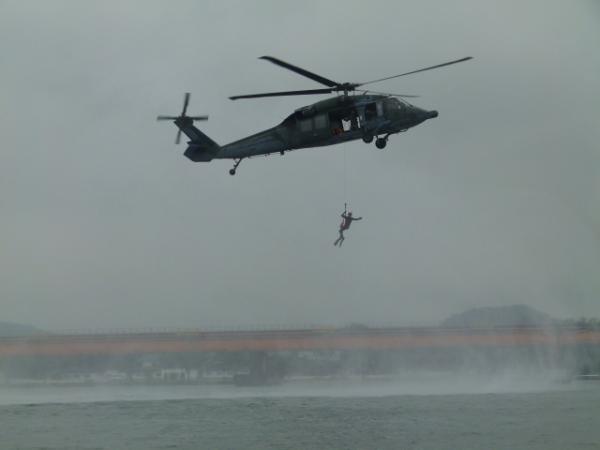 Esquadrão Pelicano e PARA-SAR realizaram o adestramento, em conjunto, no litoral de São Paulo