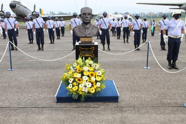 A solenidade, que celebrou os 124 anos de nascimento do Patrono da Força Aérea Brasileira, ocorreu na Base Aérea dos Afonsos