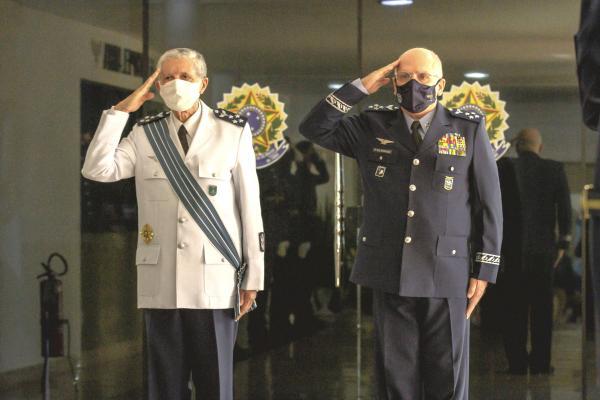 Tenente-Brigadeiro do Ar William de Oliveira Barros se despede após 59 anos de dedicação à Instituição