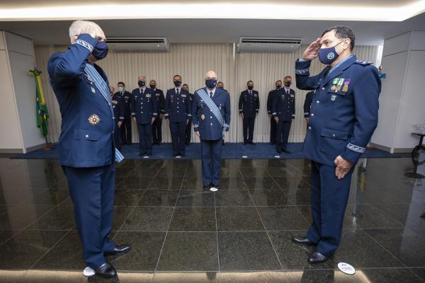 Cerimônia alusiva à transmissão do cargo foi realizada nesta quarta-feira (14), no Espaço Força Aérea, em Brasília (DF)