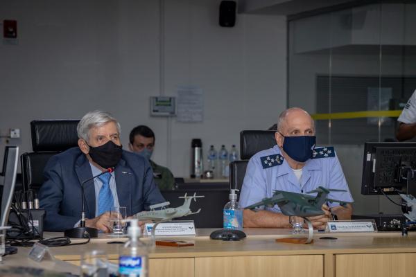 Comandante da Aeronáutica e Comandante de Operações Aeroespaciais receberam comitiva liderada pelo Ministro Augusto Heleno, nesta quarta-feira (14), nas instalações do COMAE, em Brasília (DF)