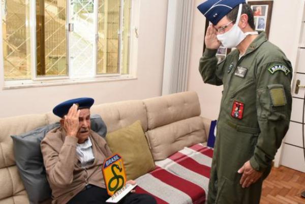 Ex-combatente João Rodrigues completou 97 anos e foi homenageado pelo Comandante da EPCAR