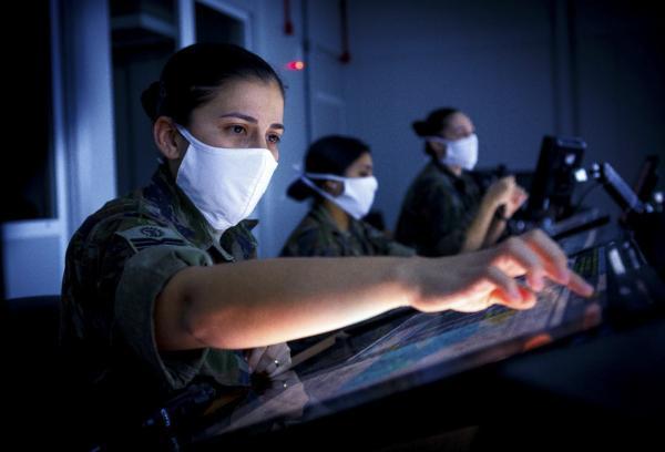 Responsáveis pela segurança do espaço aéreo, controladores têm papel fundamental no sucesso da aviação